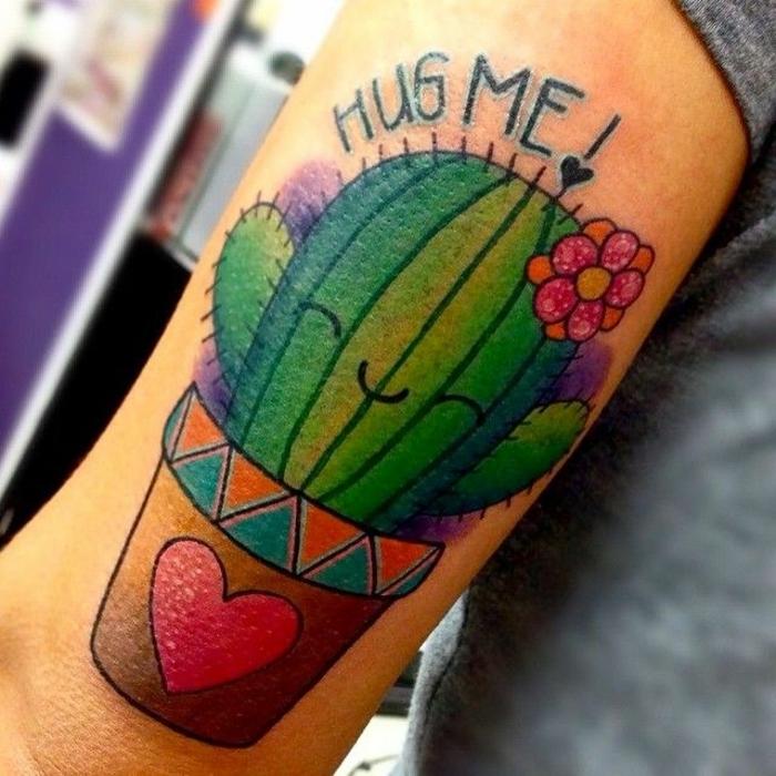 tatouage cactus, tatouage super amusant avec une plante en pot et script