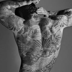 Tatouage dos homme – sous le signe du verso