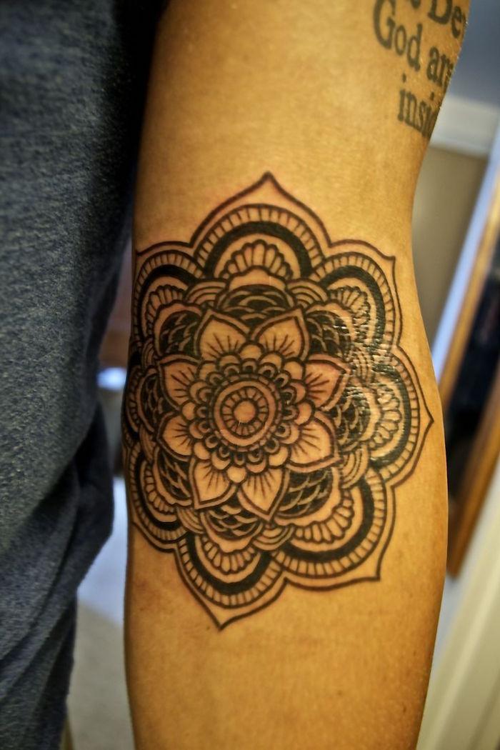 tattoo fleur de lotus mandala asiatique bouddhiste