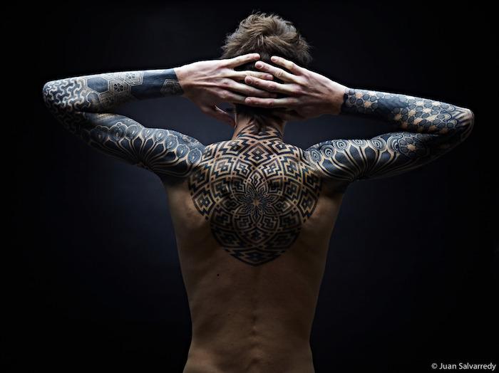 1001 Idees Tatouage Dos Homme Sous Le Signe Du Verso