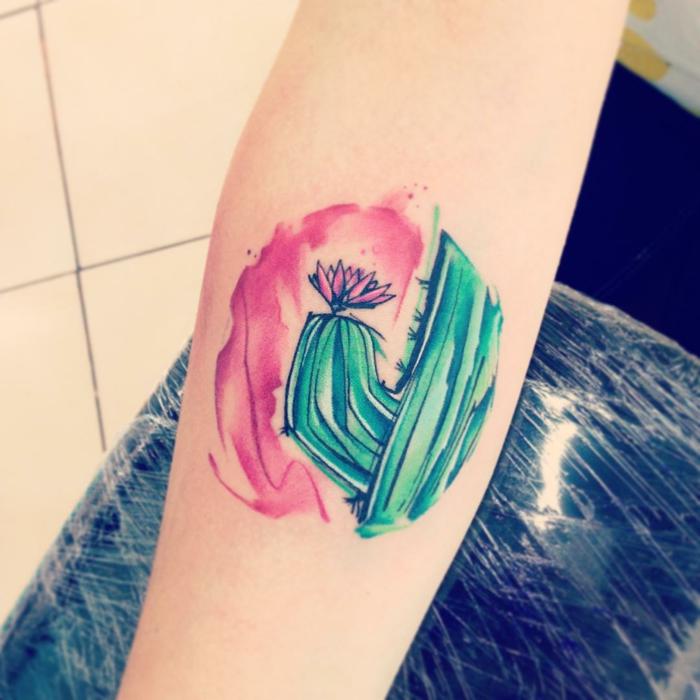 tatouage sur l'avant-bras, dessin de tatouage original pour hommes et femmes