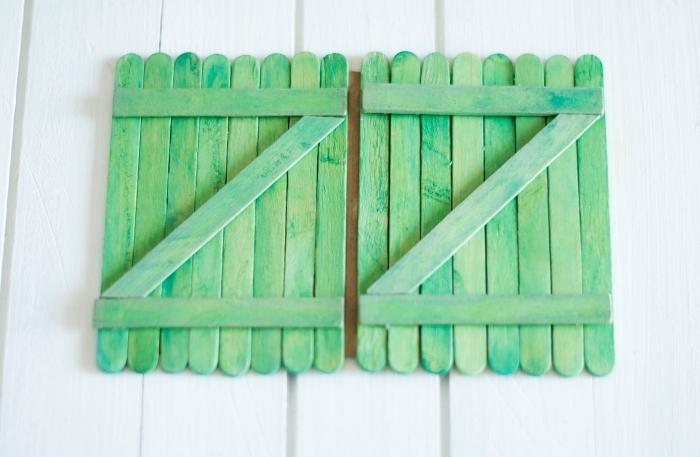 créer un album photo, étapes à suivre pour faire la couverture d'album photo diy, comment assembler les bâtons en bois sur le papier
