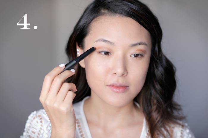 technique maquillage yeux marrons, contouring visage nude, maquiller les paupières avec ombres marron