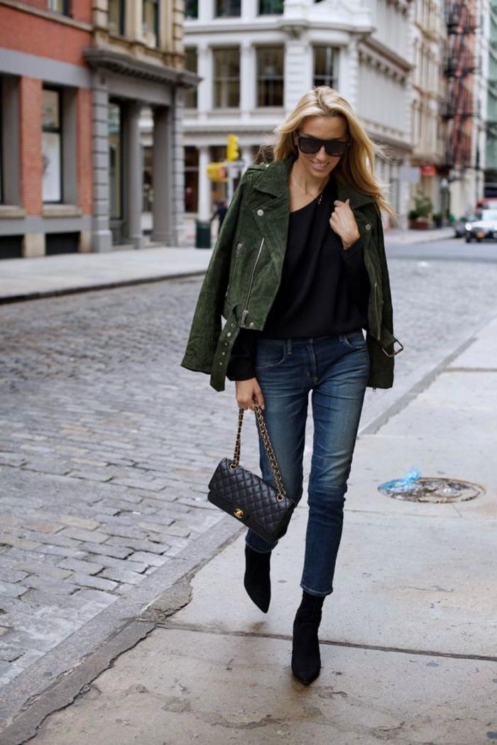 un blazer femme kaki en daim pour une touche rock et un accent stylé au jean denim