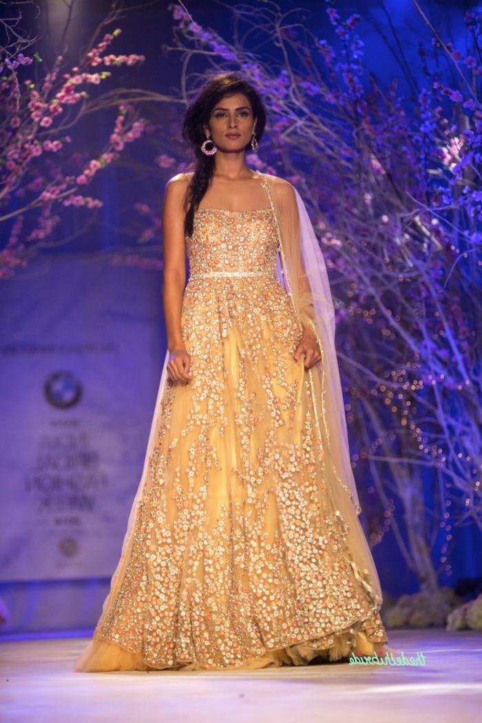 Cérémonie robe jaune robe qui change de couleur belle robe doré