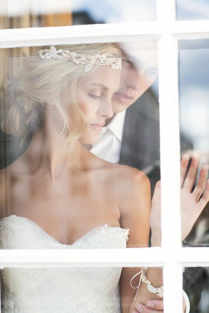 Accessoire diadème bijou de cheveux coiffure mariée chignon bas coiffure simple pour mariée belle photo
