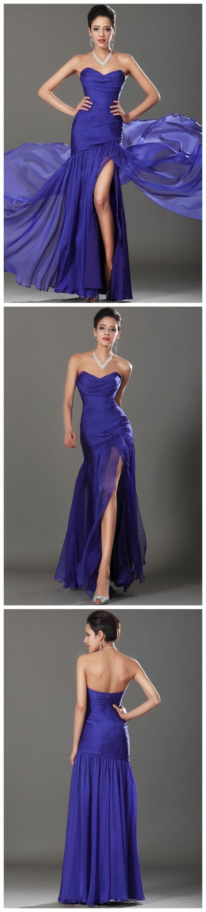robe pur mariage en bleu marine robe de cocktail pour mariage avec bustier sans bretelles fente profonde latérale sur la jambe gauche pour une silhouette légère
