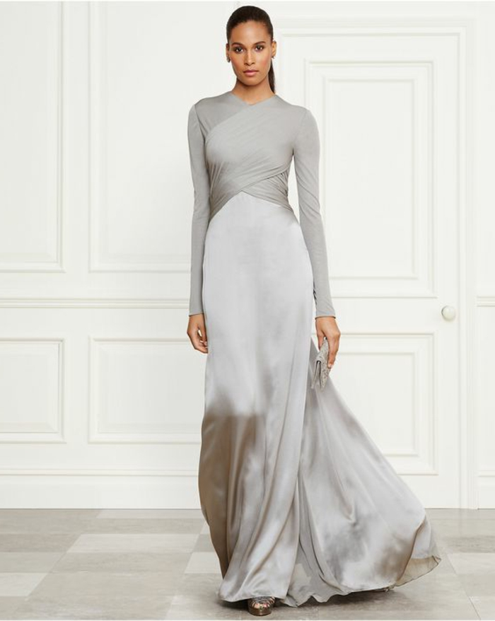 robe habillée pour mariage en couleur argent avec buste drapé effet moulant cou et bras sublimés