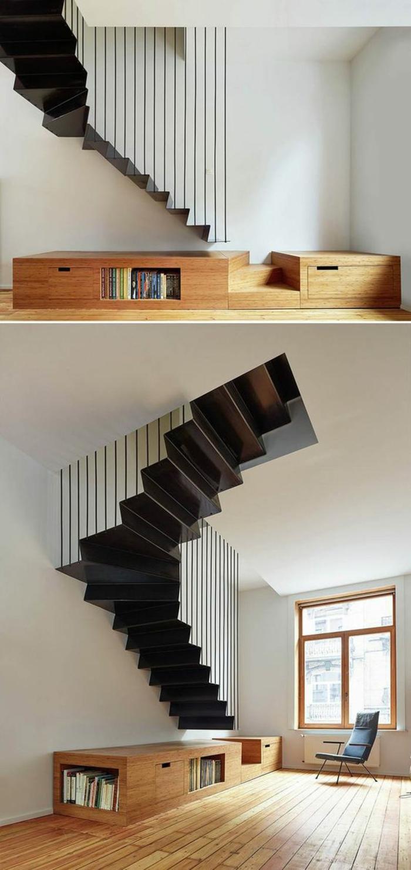 escalier design entièrement en noir, avec base en bois clair, qui sert de petit meuble bibliothèque en forme rectangulaire