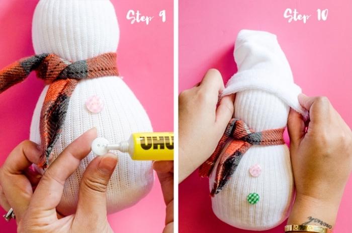 decoration de noel fait main, instruction en image pour orner le corps et la tête d'un bonhomme de neige en chaussure blanche