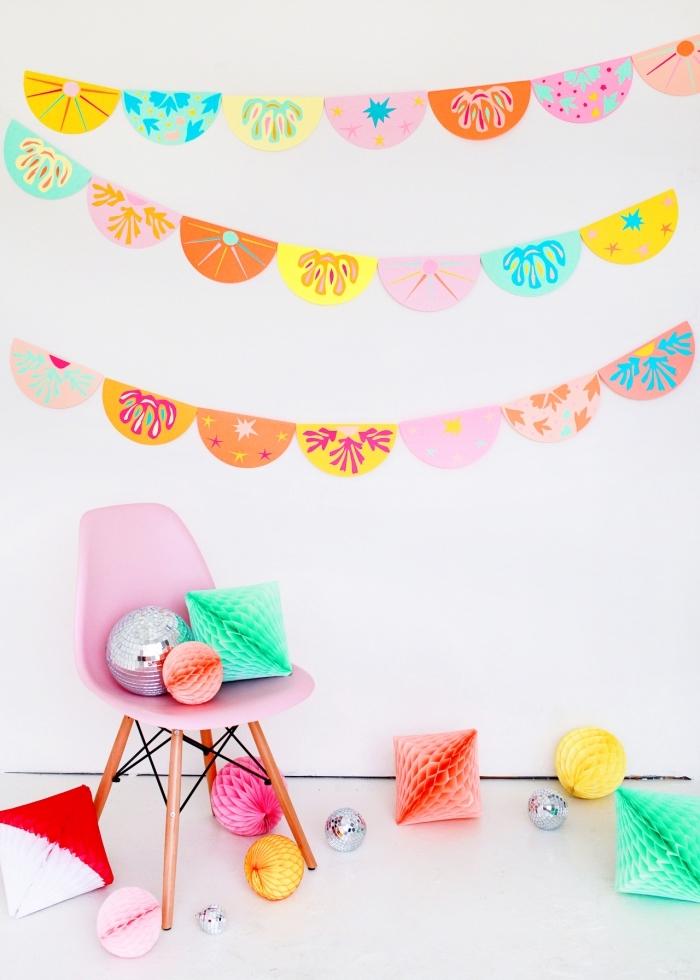 modèle de décoration colorée en papier à design fruits, décoration fête avec guirlande diy fait main