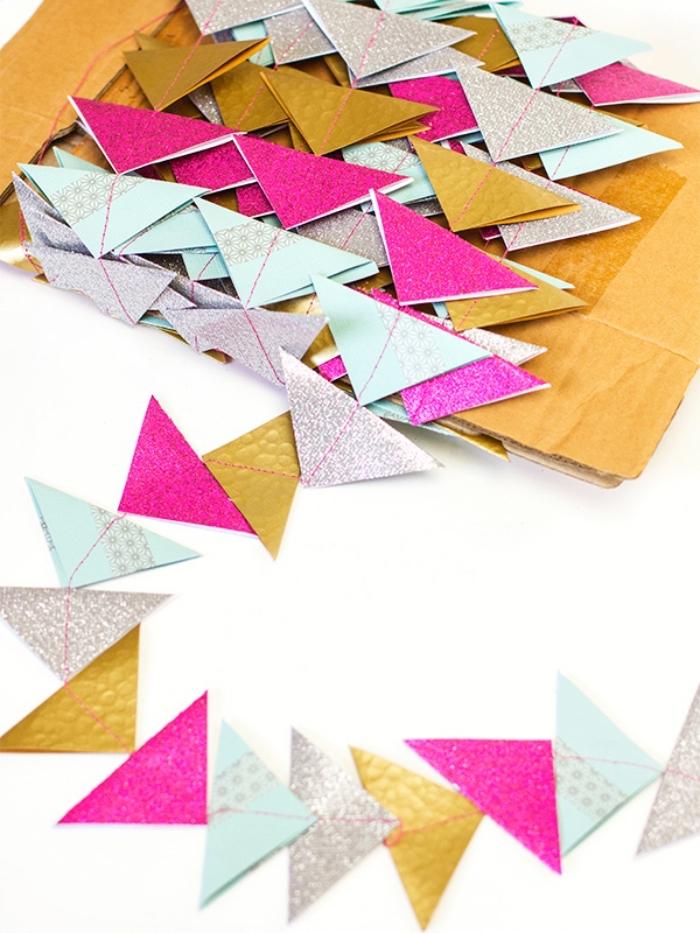 faire une guirlande en papier, décoration fait main avec papier coloré coupés en triangles