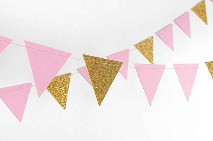 art du papier, décoration chambre fille ado avec guirlande en papier rose et dorée à design triangle