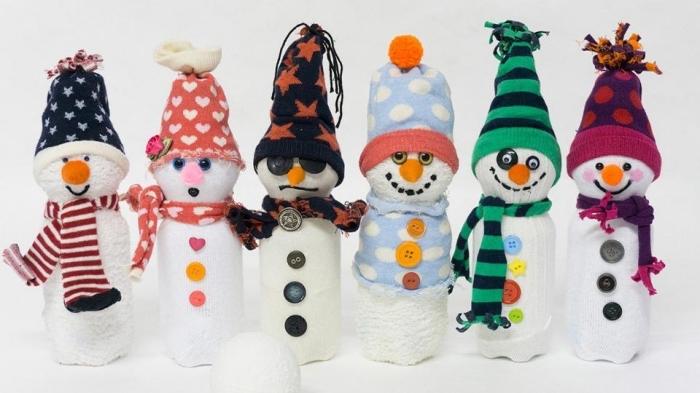 décoration de noel à faire soi même, modèles différents de bonhomme de neige blanc avec écharpe et bonnet variés