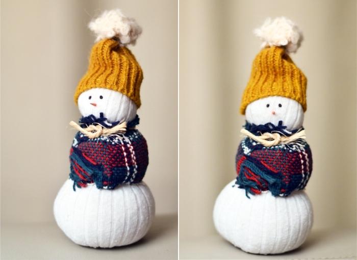 activité manuelle bonhomme de neige, projet diy pour enfants à réaliser avec chaussettes et chutes de tissu
