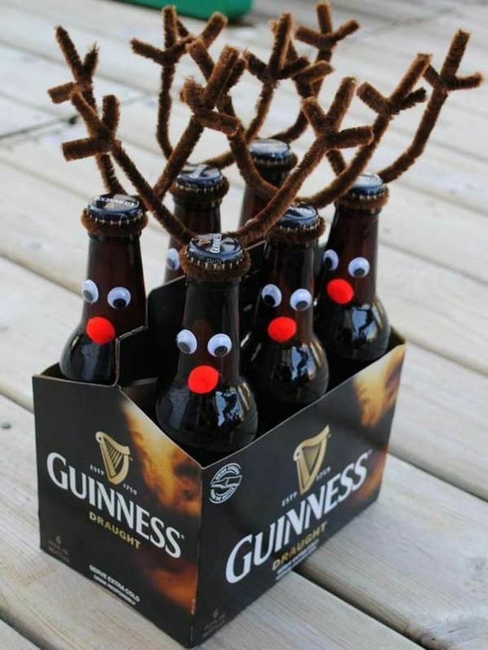 bricolage de noel, pour les bouteilles de bière, transformées en cerfs Rudolfs, bière Guinness, pompons rouges pour les nez
