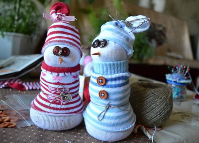 décoration de noel à faire soi même, matériaux nécessaire pour faire un doudou en chaussette et tissu