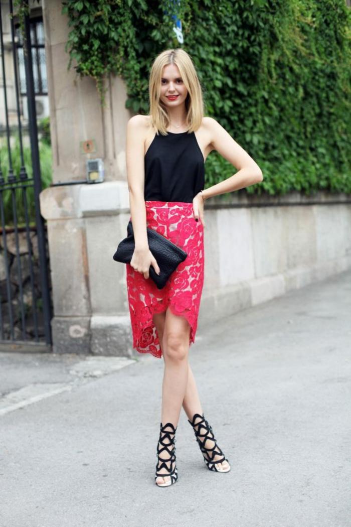 Belle tenue de soirée tenue nouvel an tenue habillée jupe crayon asymétrique jupe dentelle et sandales cool tenue