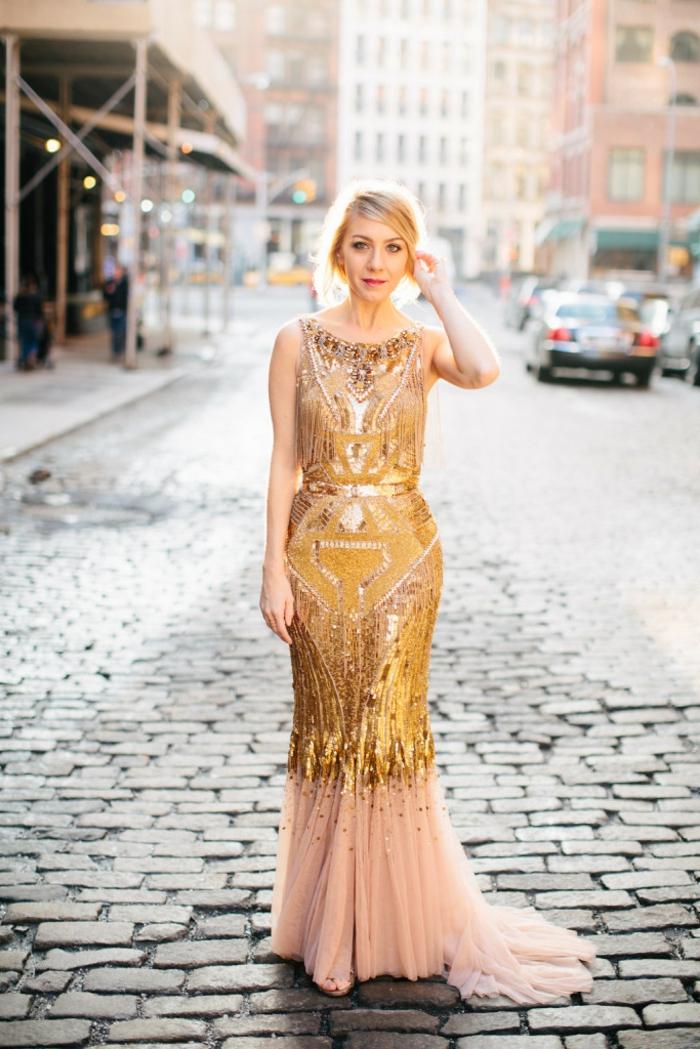 Élégante robe longue dorée robe noir et doré quelles chaussures robe longue or jaune