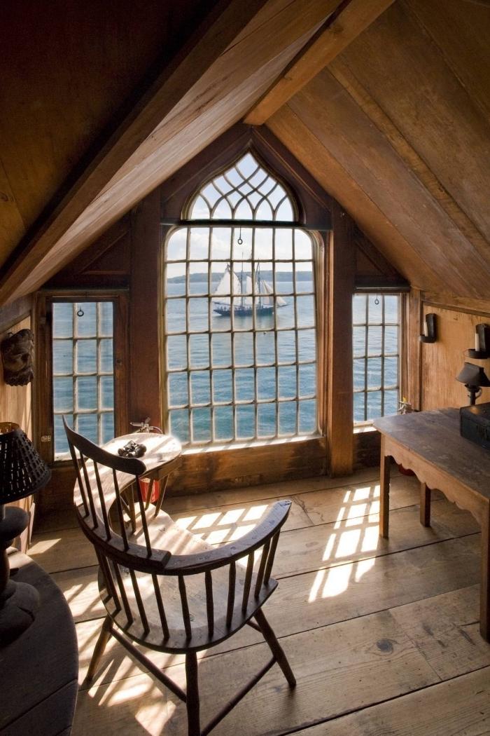 deco chambre, comment aménager le grenier en pièce à coucher, coin de travail avec meubles en bois ancien