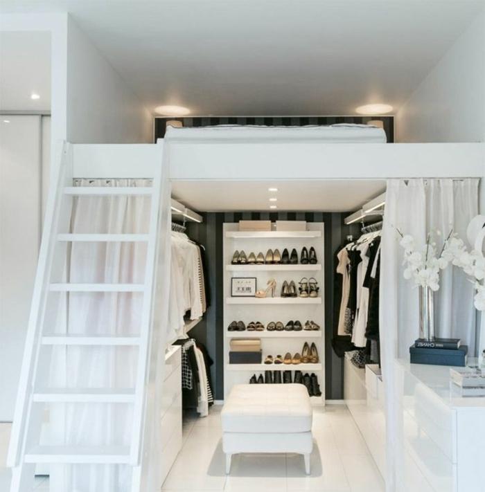 appartementloft couleur blanche, échelle menant à une chambre à coucher