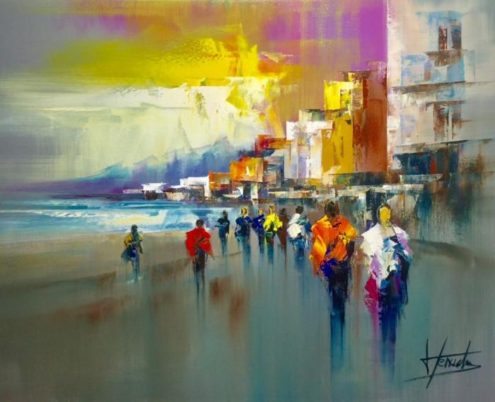 artiste contemporain Josep Teixido, des personnes qui se promènent au bord de la mer, mer et montagne dans les nuances du bleu, petits édifices au bord de la mer, effets d'ombres sur le tableau