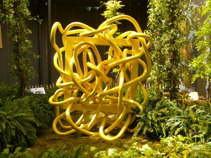 art contenporain artiste contemporain italien Andrea Lomanzo sculpture en jaune provocation