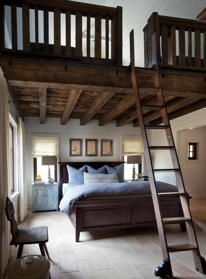 plafond en lattes blanches, mezzanine spectaculaire style rustique, accès par escalier