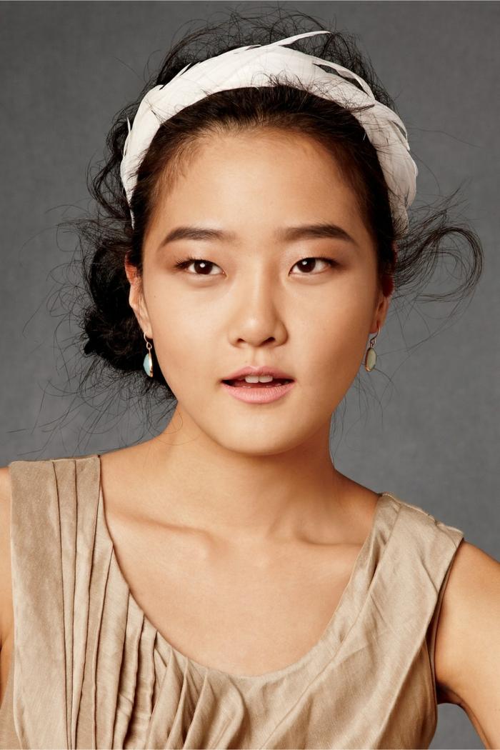 bandana cheveux, une fille exotique, bandeau tressé en plumes blanches