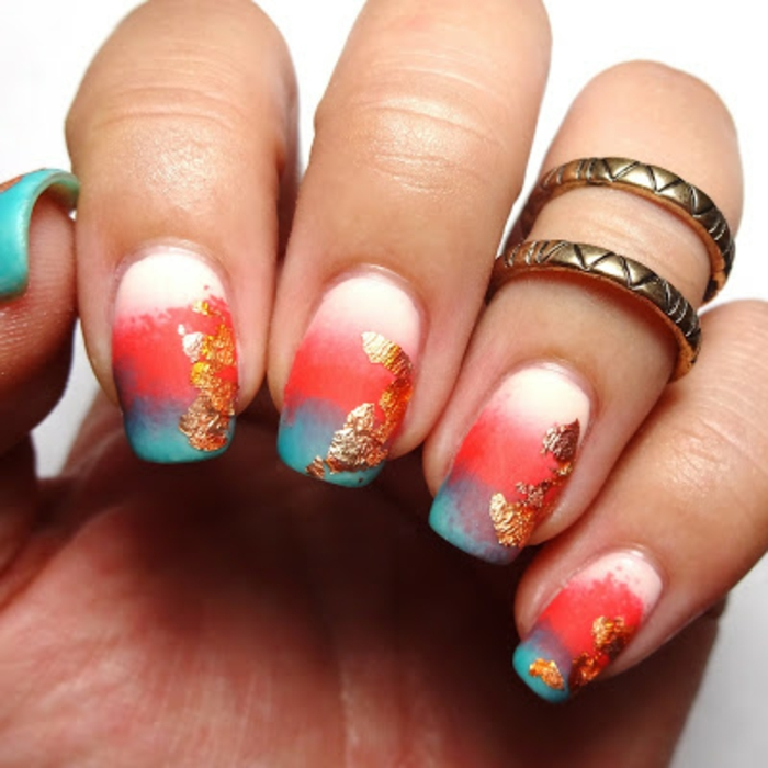 Vernis à ongles effet mat manucure beauté féminine blanc rouge et bleu avec détaille dorée