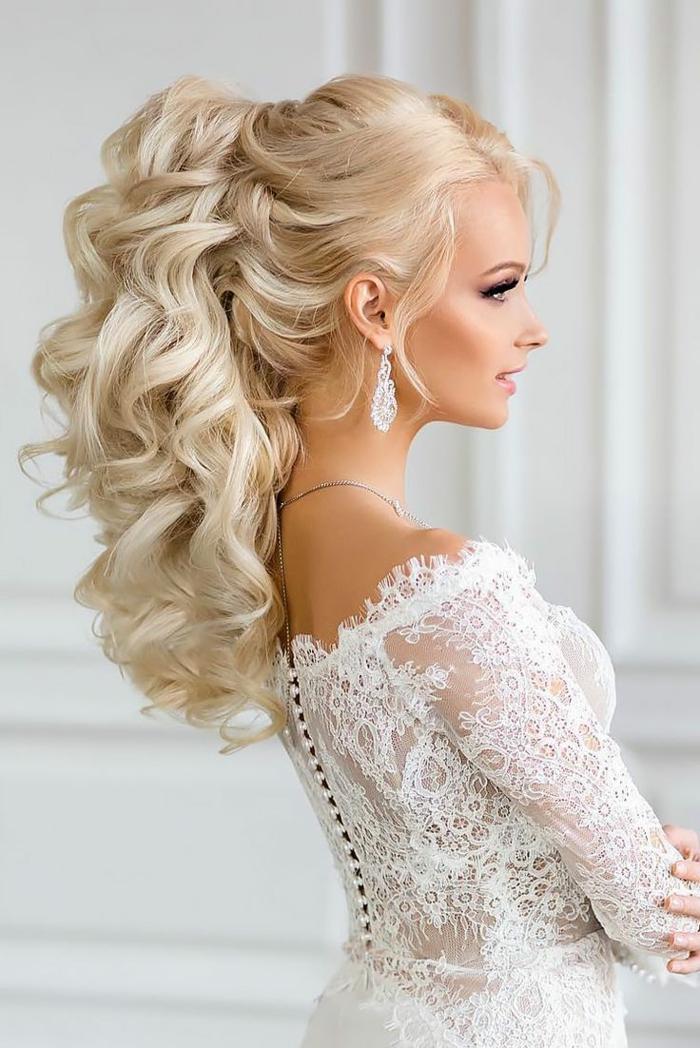 Tenue de mariée coiffure mariage cheveux lachés bouclés beauté belle coiffure princesse mariée