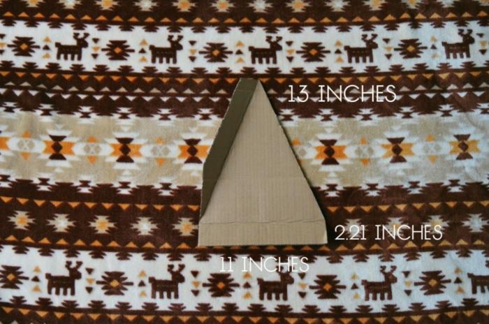 bricolage arbre de noel, sapin de noel en carton, triangle de carton