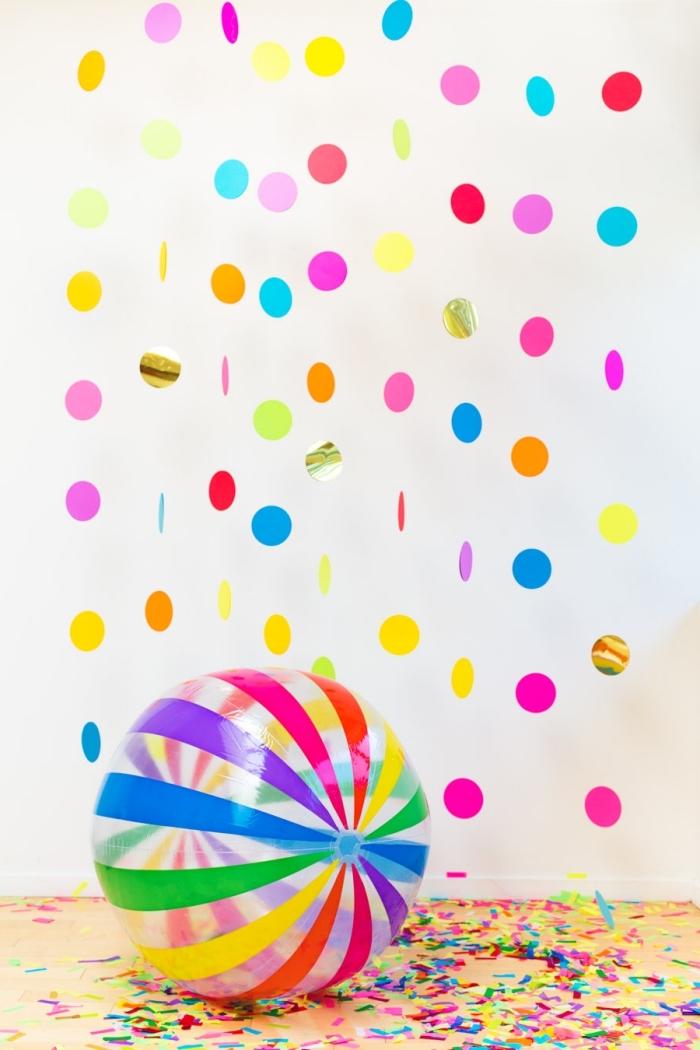 art du papier, technique pour fabriquer une décoration de fête multicolore en cercles de papier et fil blanc