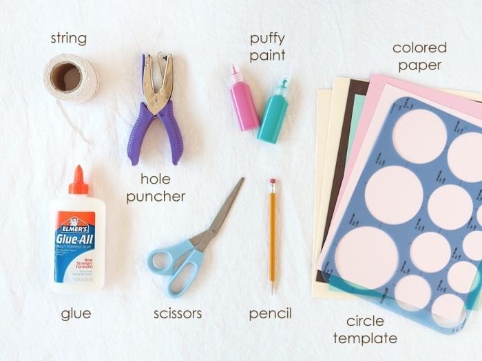 activité manuelle pour ado, tutoriel pour fabriquer une déco de fête, matériaux nécessaires pour faire une guirlande avec cercles en papier