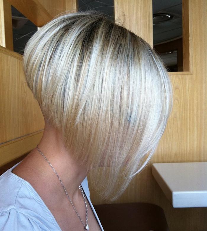 cheveux carré plongeant blond degradé avec nuque en dégradé