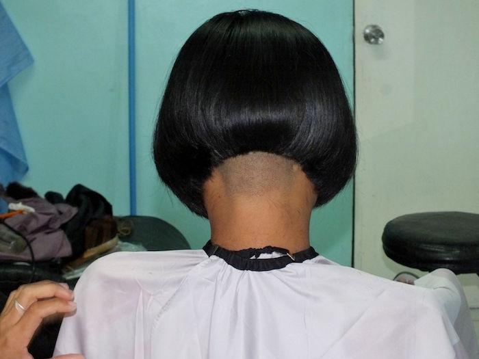 coiffure au carré retro style mireille mathieu avec nuque rasée