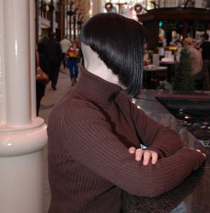 coiffure carré tres plongeant avec nuque rasée tres haut