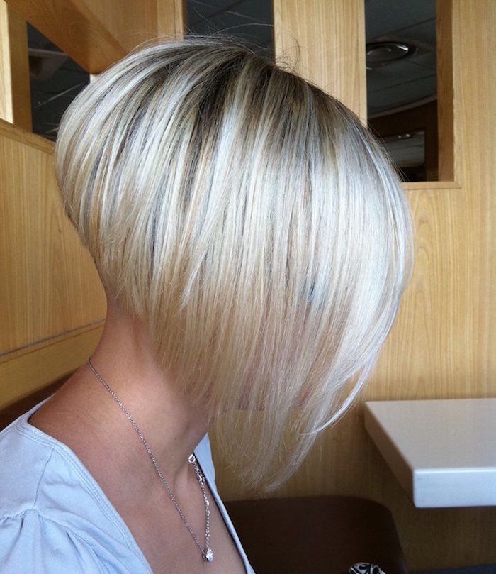 plongeant coupe carre court blond platine