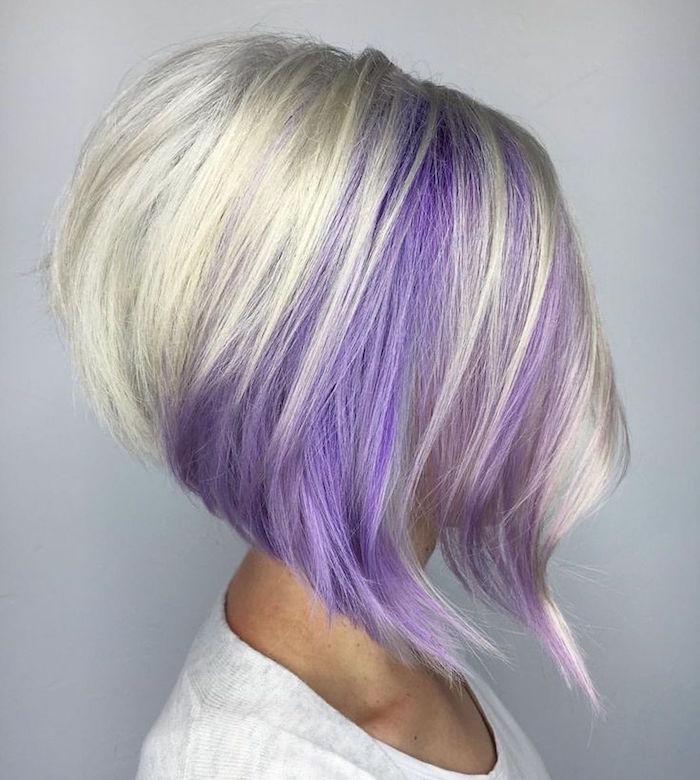 carré légèrement plongeant dégradé derrière volume blond polaire meches violet