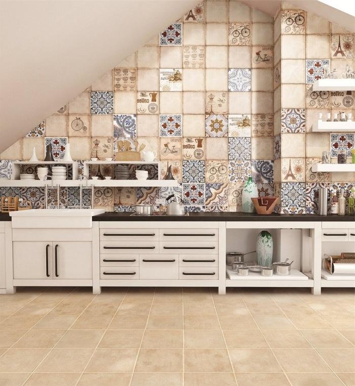 carrelage ciment, aménagement de cuisine beige avec armoires blanches et comptoir noir, rangement horizontale pour la cuisine