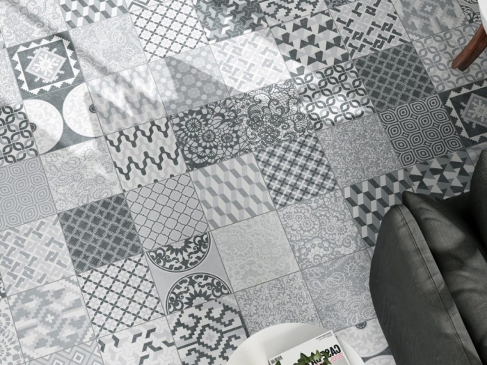 carreaux de ciment cuisine sur le plancher aux motifs végétales et géométriques en blanc et gris clair