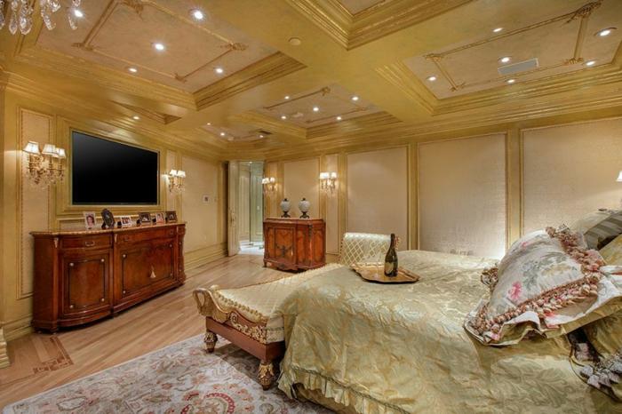 chambre à coucher luxueuse, meuble de tv en bois, tv écran plat, plafond décoré