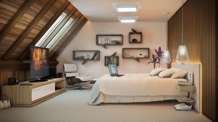 décoration chambre, meubles en bois clair, plafond en bois marron foncé avec poutres, fauteuil en cuir blanc et marron