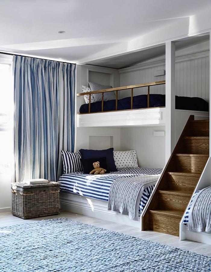chambre mezzanine, chambre d'enfants en style marin, panier de rangement en oiser