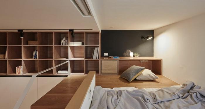 chambre mezzanine, construction moderne, lit et étagère cubique, murs peints blancs