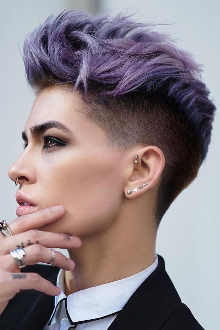 Coupe de cheveux courte originale pour femme
