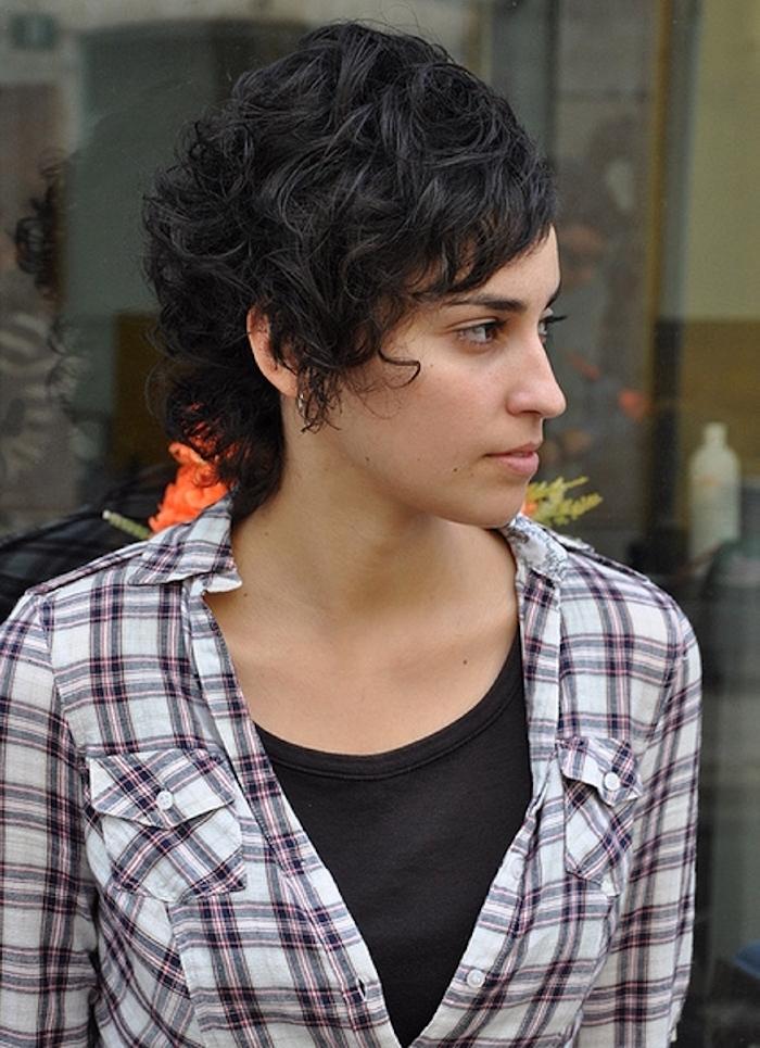 cheveux courts ondulés femme coiffure cheveux court bouclé