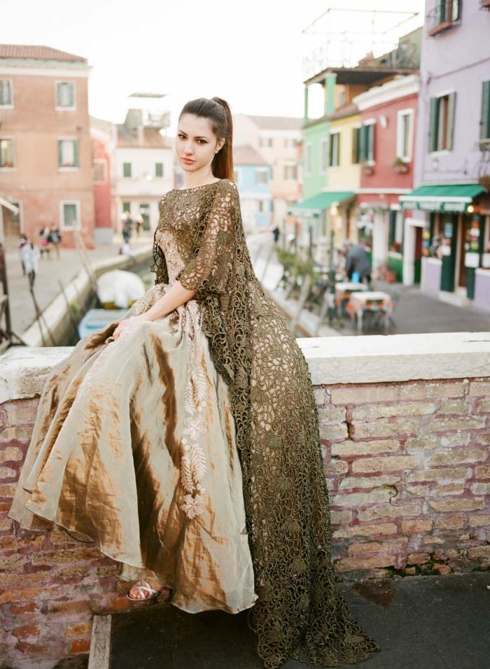 Cérémonie robe jaune robe qui change de couleur belle robe doré avec cape