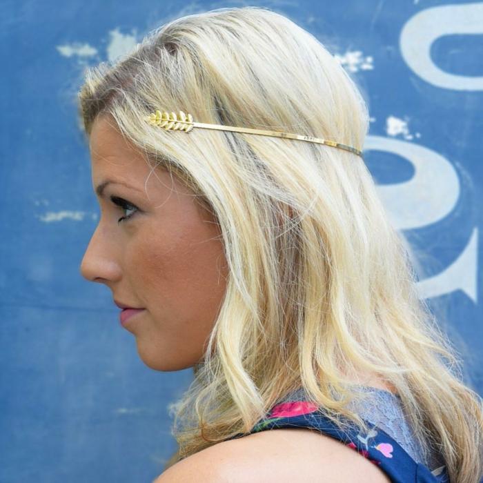 coiffure avec headband, cheveux blonds, headband de cheveux métallique