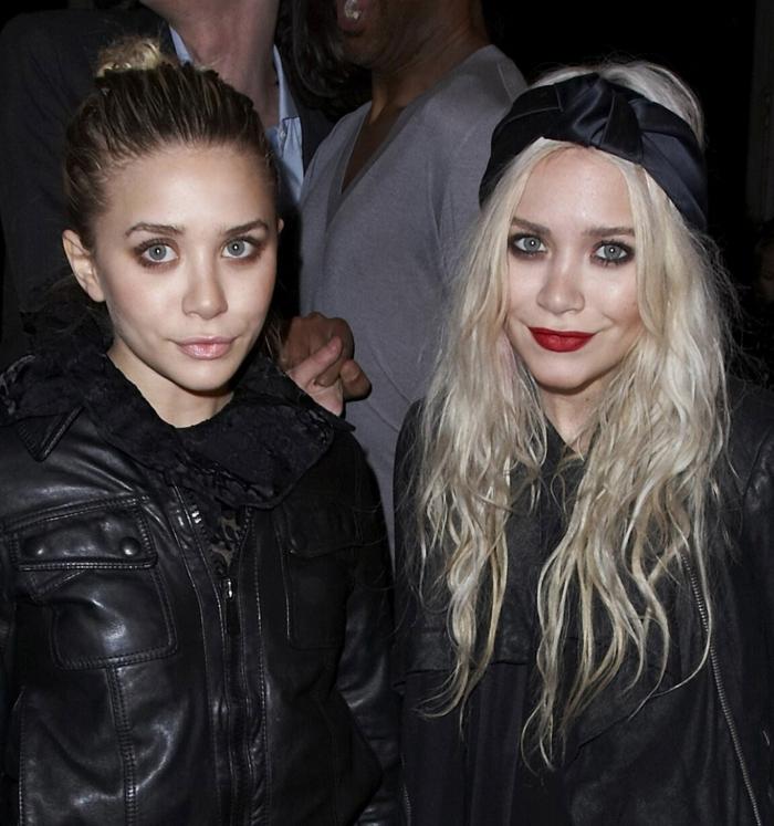 coiffure boheme, outfit noir des stars, cheveux looses ou chignon, deux soeurs célèbres